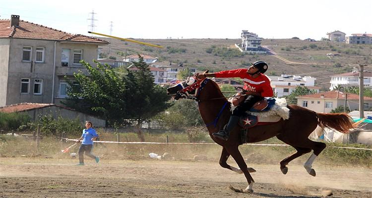 Atlı Cirit Ligi Yükselme Turu C Grubu Müsabakalarında haftanın yıldızı Uşak Bölme Atlı Cirit Spor Kulübü oldu.